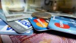 pieniądze i karty kredytowe